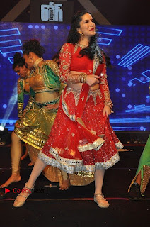 Bollywood Actress Model Sunny Leone Dance Performance in Red Half Saree at Rogue Audio Launch 13 March 2017  0130.jpg