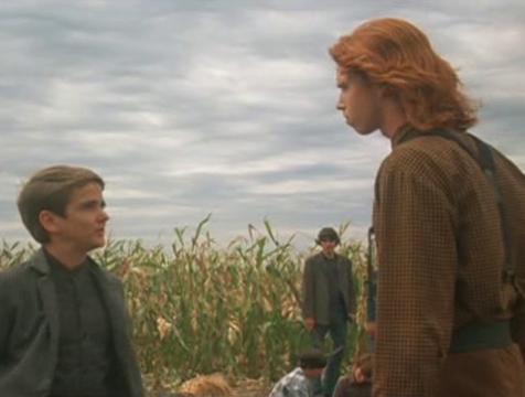 Isaac Chroner (John Franklin) y Malachi Boardman (Courtney Gains) en Los chicos del maíz - Cine de Escritor