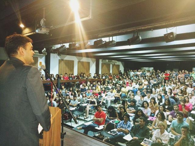 Deputado federal Rubens Júnior em palestra sobre a PEC 241, sexta, 28.