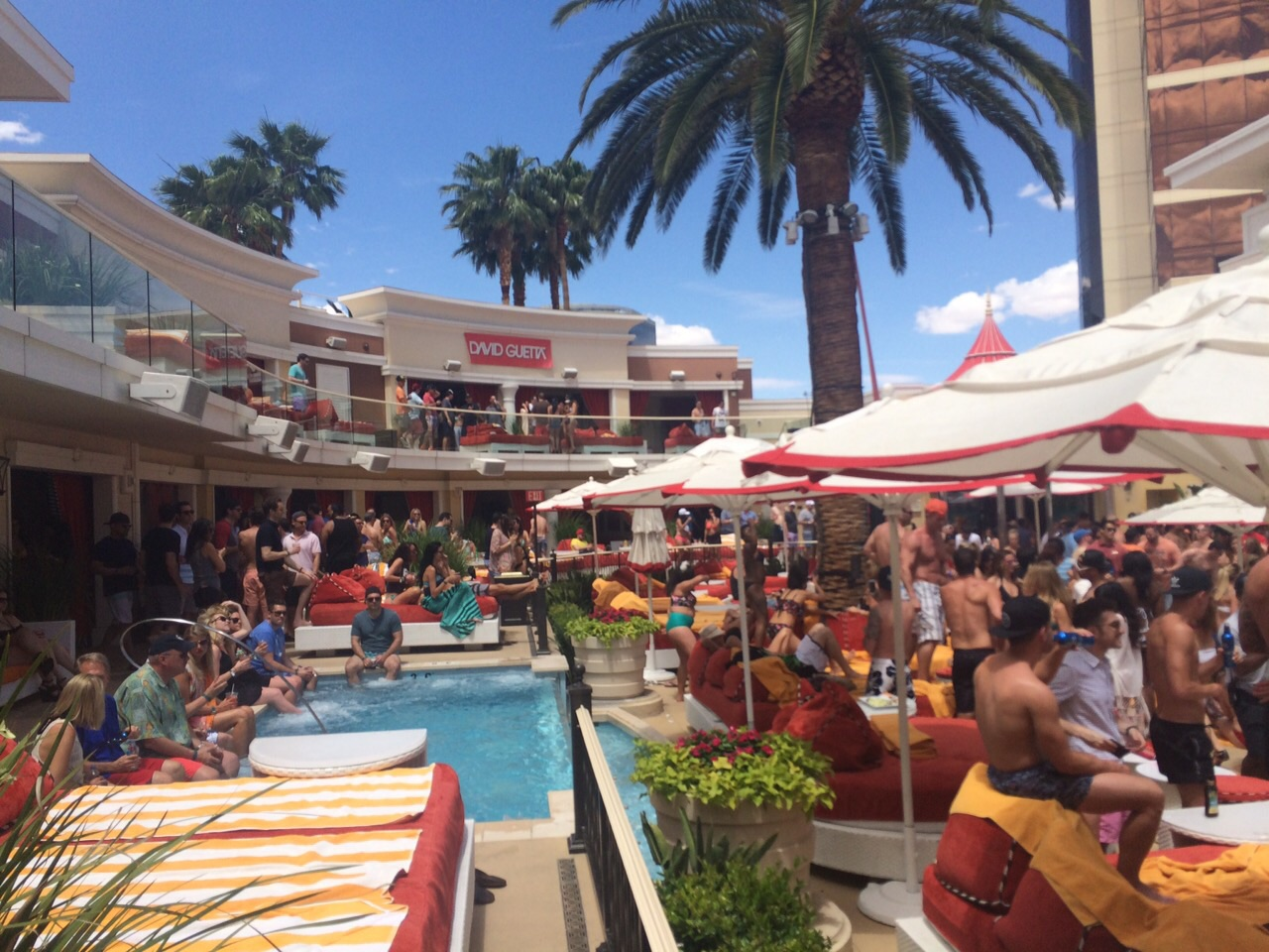 review-of-different-vegas-pool-parties-day-club