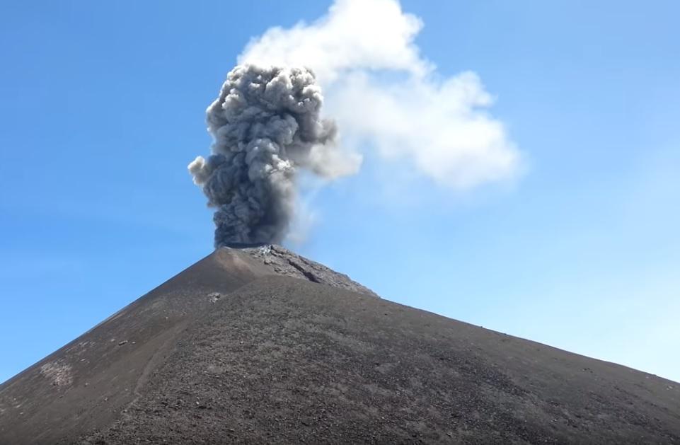 Volcano Alerts - Mexico's Popocatepetl & Guatemala colossus Volcan de Fuego  Naamloos
