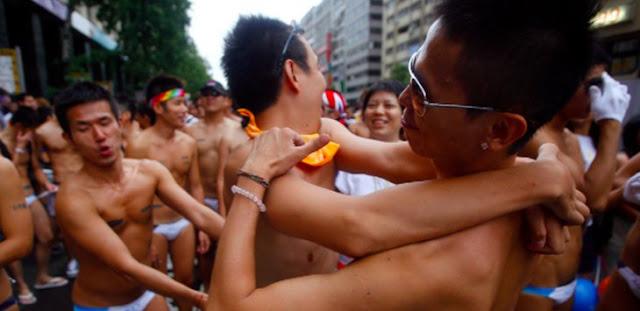 Anjrit...!!!  LGBT Agendakan Pesta Seks Malam Tahun Baru Rayakan Putusan MK