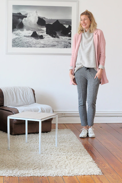 Blog Kiel: Outfit graue Joggerpants und rosa Oversize Cardigan