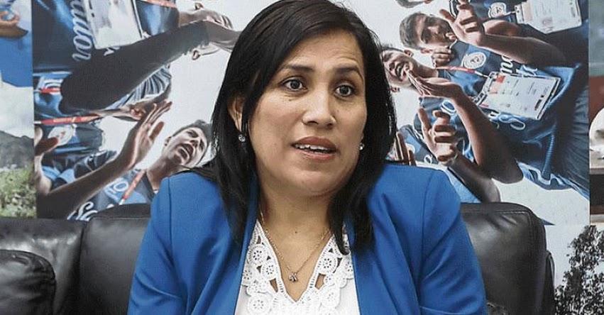 El congreso no tiene como función decidir qué se pone o se saca en los textos escolares, sostuvo la Ministra de Educación Flor Pablo Medina