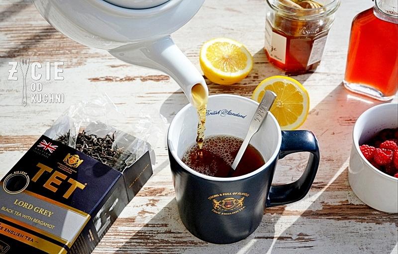 nalewanie herbaty, herbata tet, tet tea, tet, true, english tea, czarna herbata, liściasta herbata, angielska herbata, kubek z herbata, picie herbaty, herbata z cytryną, konkurs z tet, podroz zycia, zycie od kuchni