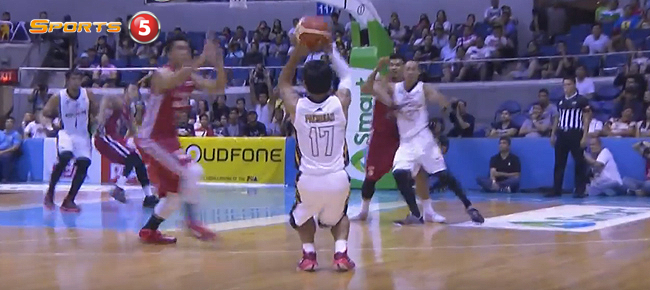 Manny Pacquiao Nails the Triple vs Blackwater (VIDEO)