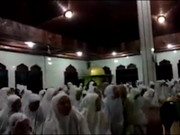 Video Viral: Gerakan Aneh Muncul Lagi Saat di Dalam Masjid, Kali Ini Dilakukan Ramai-ramai