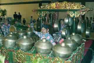 Alat-Musik-Tradisional-Gamelan-dari-jawa-tengah
