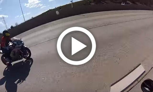 Μοτοσικλετιστής έτρεχε με 225 χλμ/ώρα και όταν συγκρούστηκε με αμάξι… Δείτε τι έγινε!!! [Βίντεο]
