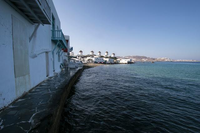 Mulini a vento visti da little Venice-Mykonos town