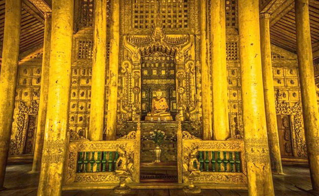 www.xvlor.com Shwenandaw Monastery is Buddhist structure built by King Thibaw Min