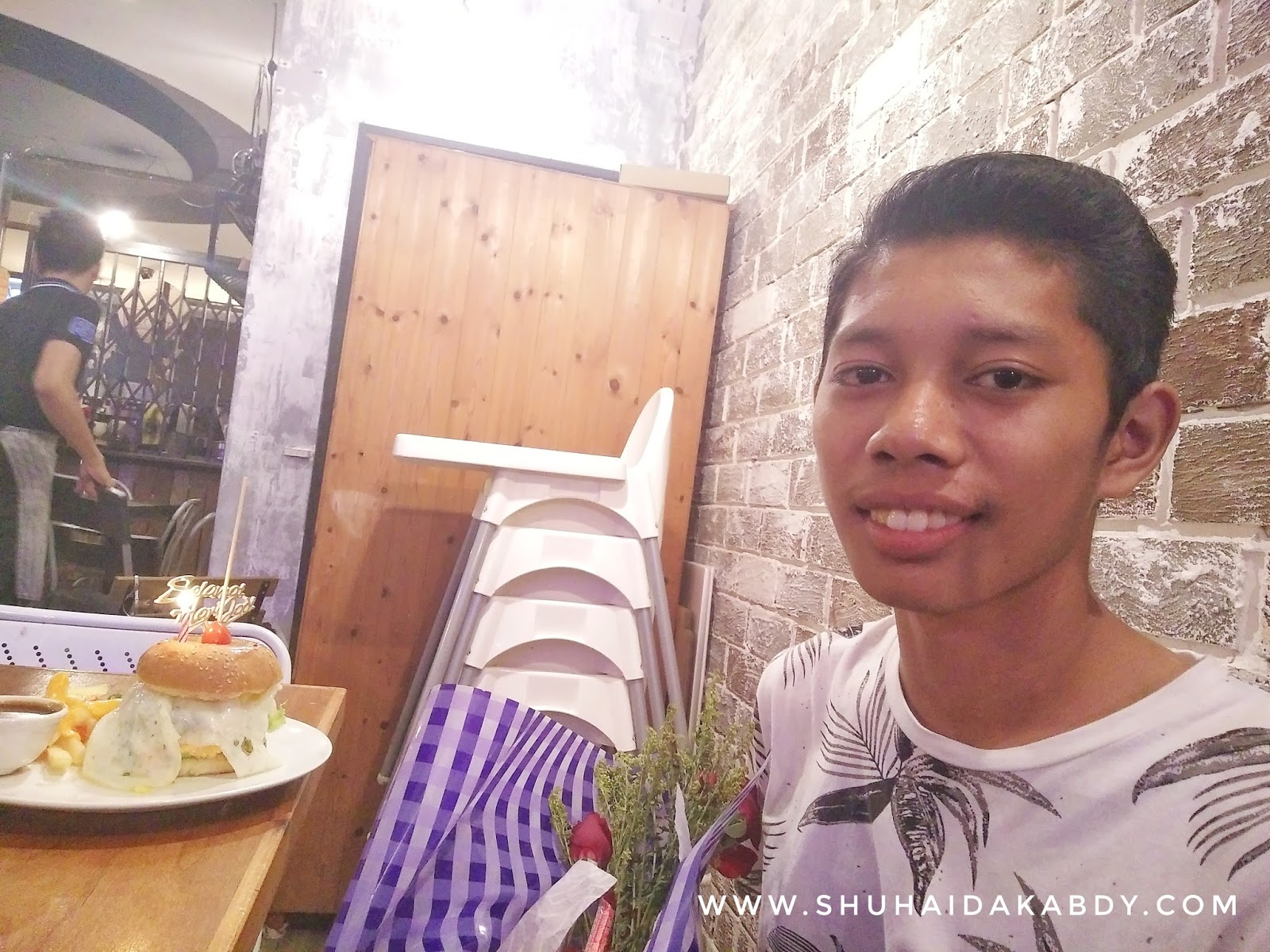 Sambutan Harijadi Abang di Washout Laundry & Cafe
