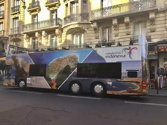 Bus Open Tour Wonderful Indonesia di Paris Prancis