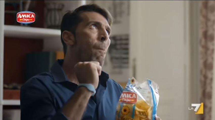 Testimonial Amica Chips pubblicità con Gigi Buffon con Foto - Testimonial Spot Pubblicitario 2017