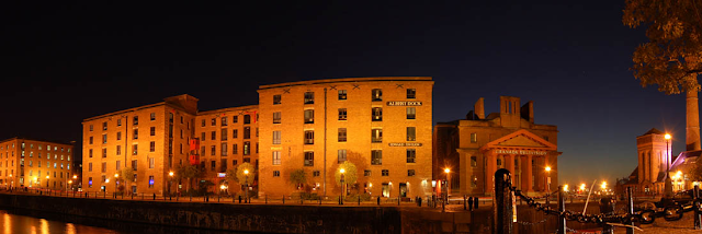 Albert Dock Nightlife