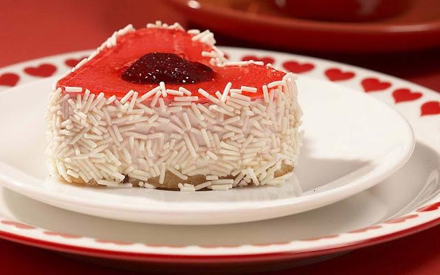 cake-strawberry-jam-chips-cream-hearts