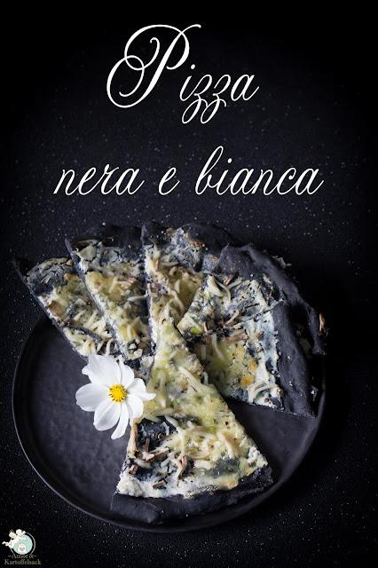 Schwarze Pizza mit Ricotta und Mozzarella