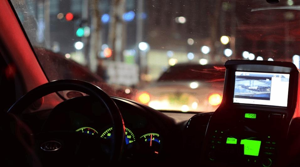 Mengemudikan kendaraan sejatinya sama saja 7  Tips aman mengemudi di malam hari
