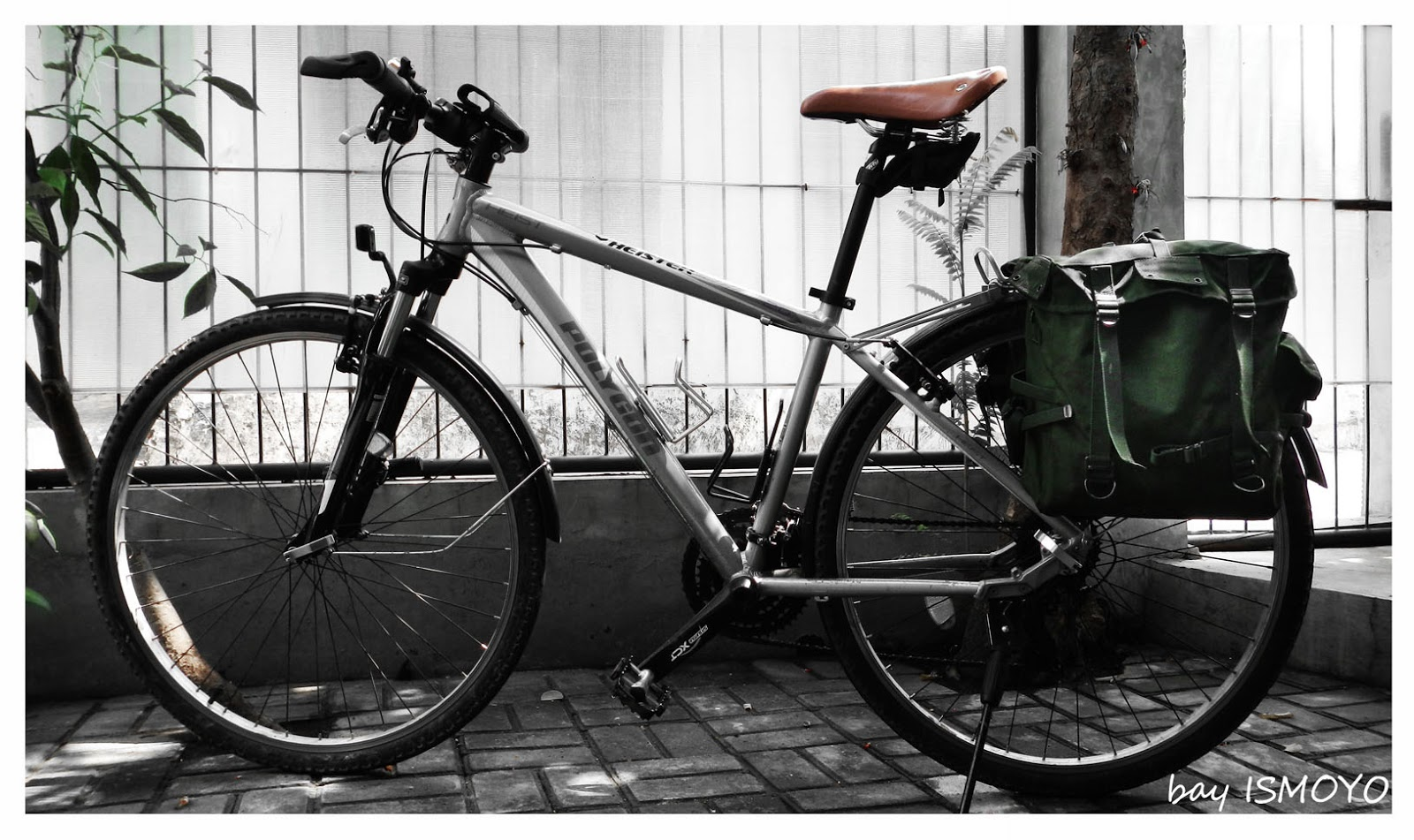 Me and Bicycle: Millitary bags as pannier DIY