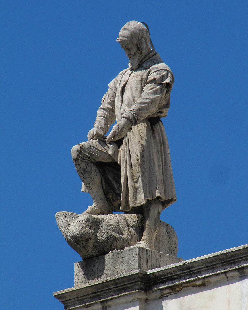 Daily photo stream statue on the roof for Palazzo delle esposizioni rome italy