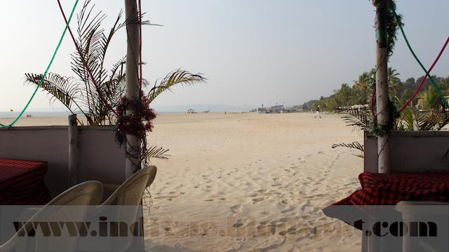 Arossim Beach ja näkymä beach shackista, Goa, Intia