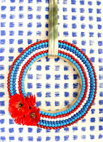 http://www.akailochiclife.com/2016/06/diy-it-red-white-and-blue-summer-wreath.html