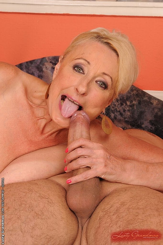 A granny in shape gets rammed - 4 7