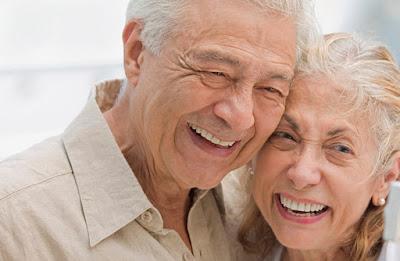 Foto ancianos sonriendo