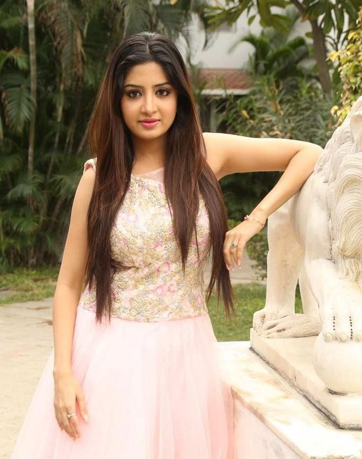 Poonam Kaur Telugu film Actress photo gallery