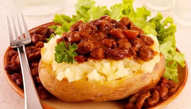 Chiles al horno con patatas de chaqueta