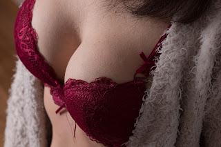 Cara membesarkan payudara dengan cepat dan alami menjadi  hal yang menarik bagi para wanita, terutama mereka yang merasa ukuran payudaranya kecil dan kurang ideal.