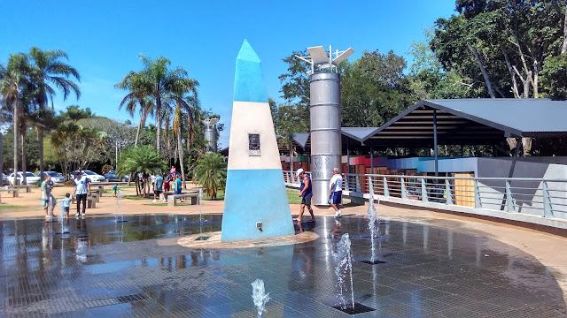 Pirâmide no Hito de las Tres Fonteras, o marco das três fonteiras no lado argentino.