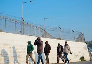 Δήμαρχος Λέσβου στην Guardian «Μετέτρεψαν το νησί σε φυλακή για πρόσφυγες»