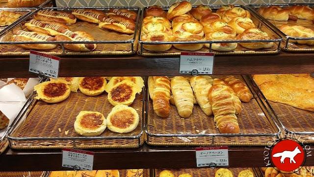 boulangerie au Japon avec différents types de pain