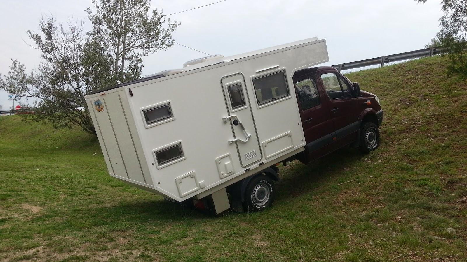 jealou tour camping car. Black Bedroom Furniture Sets. Home Design Ideas