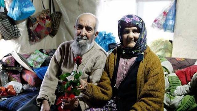 مسن تركي يتزوج حبيبته بعد 77 سنة و السبب غريب ؟!