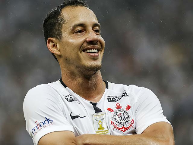 Flamengo quer Rodriguinho, ex-Corinthians