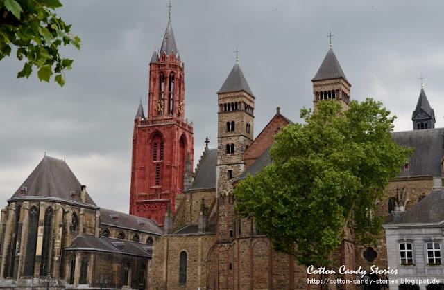 Vrijthof mit der St. Servatius Basilika in Maastricht