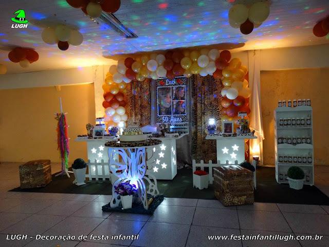 Decoração em mesa provençal com o tema da Onça (Oncinha) para festa de aniversário feminino