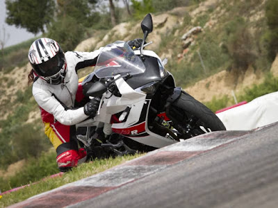 2016 Hyosung GD250R in racing track Hd Photos