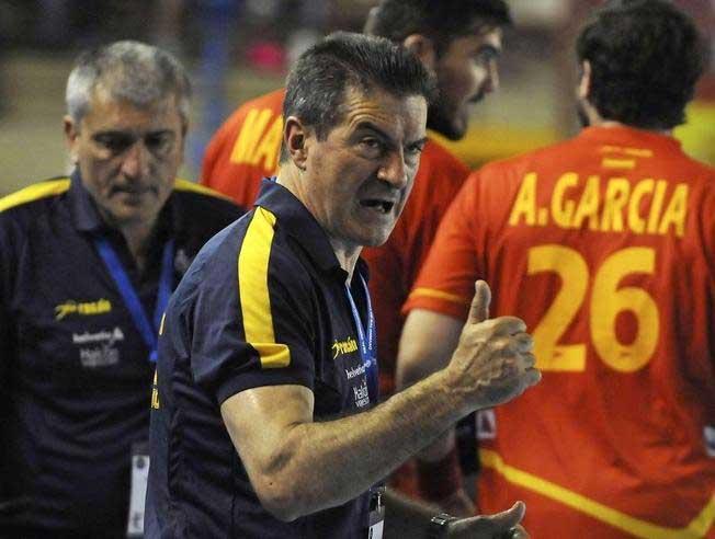 http://www.avancedeportivo.es/wp-content/uploads/2016/01/interior-hispanos-manolo-cadenas-avance-deportivo.jpg