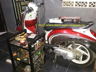Cara pasang alarm motor pada Honda Scoopy Karbu
