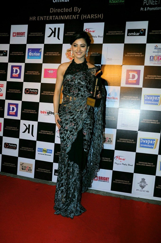 Urvashi Rautela In Black Saree At Dadasaheb Phhalke Awards 2017