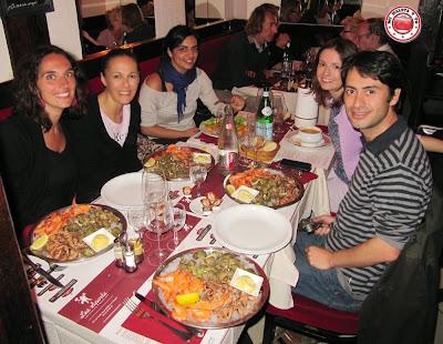 Cenando en la Brasserie Les Sports, Le Touquet, Francia