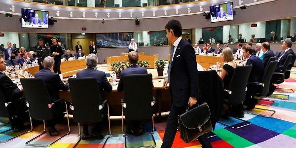 Πρώτη νίκη για τον Τζουζέπε Κόντε: Γερμανία και ΕΕ αναγκάστηκαν να υποχωρήσουν για να μην ασκήσει βέτο