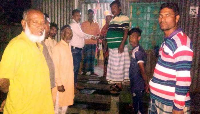 ইসলামপুরে ঘরে ঘরে সাবান নিয়ে প্যানেল মেয়র অংকন কর্মকার