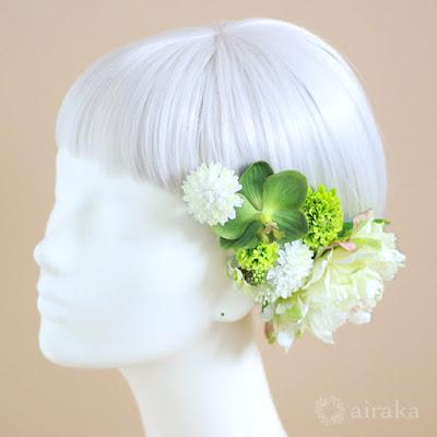 芍薬とポンポンマムの髪飾り(白)-ウェディングブーケと花髪飾りairaka