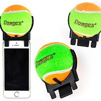 Une balle de tennis qui se fixe sur votre Smartphone pour prendre des selfies avec votre chien