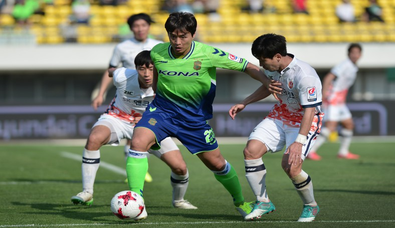Jeonbuk Hyundai Motors travel to Jeju United in a top of the K League Classic Clash in round 33