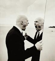 Resultado de imagen para hombre al espejo